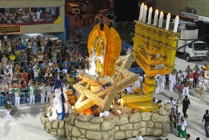 Au Brésil, pendant le Carnaval de RIO , Israël est accueillie avec les honneurs.