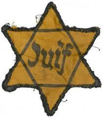 les Juifs étaient obligés de porter l'étoile jaune à l'époque de la Shoah