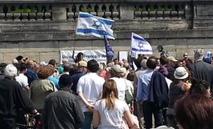 Manifestation devant le Musée du Jeu de Paume dimanche 30 juin 2013