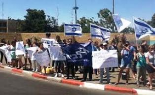 Manifestation des étudiants contre la remise d'un titre universitaire à un terroriste- Tazpit NA