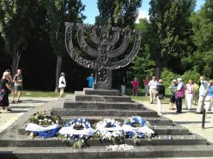 cérémonie à Babi Yar le Parlement Juif Européen dépose des gerbes 2
