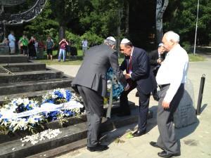 cérémonie à Babi Yar le Parlement Juif Européen dépose des gerbes