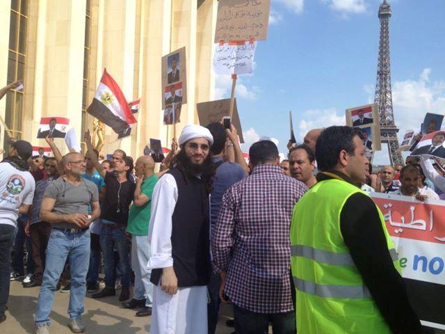 Rassemblement Pro-Morsi sur la Terrasse du Trocadéro face à la Tour Eiffel