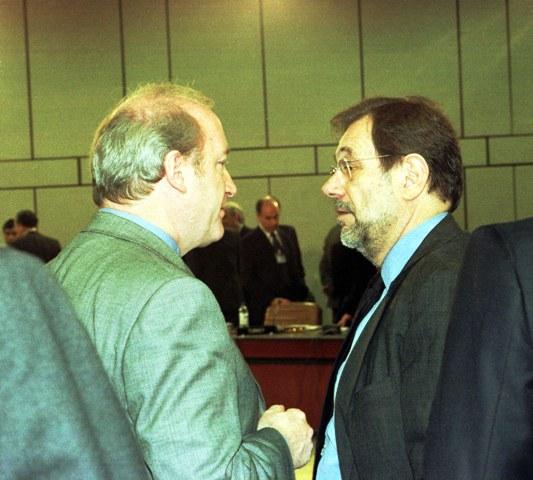Hubert Védrine et Javier Solana : détruire l'entité juive...