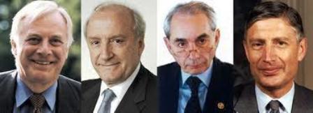 Une brochette d'anciens hauts-fonctionnaires de l'UE. Robert Védrine au centre.