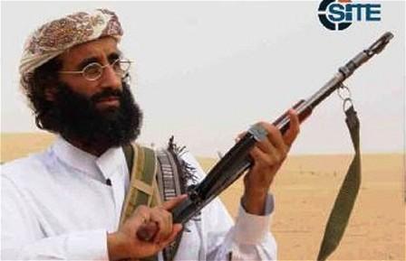 La vie d'Al-Awlaki est pleine de contradictions. Son père fut étudiant-boursier Fulbright, puis universitaire américain et aussi  membre du gouvernement Yemenite.  Al-Awlaki vécut aux Etats-Unis jusqu'à l'âge de sept ans, retourna au Yemen, puis de nouveau aux Etats-Unis où il fréquenta le lycée. Tout jeune adolescent il passa un été en Afghanistan  aux milieu des combattants moujaheddin qui dans cette période pre-Taliban, combattaient les russes.