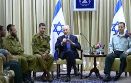 Peres demande aux leaders hareidi d'encourager l'enrôlement des Hareidi dans Tsahal