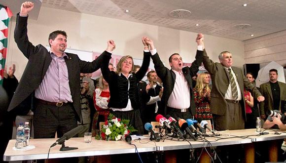 Liesse de la victoire au parti-néo-nazi Jobik, dont il était l'un des leaders.