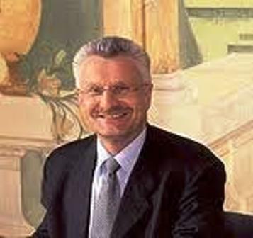 L'ancien député maire d'Aulnay, Gérard Gaudron (jusqu'en 2008) percevait des indemnités chômage des Assedics tout en cumulant les émoluments comme maire et député