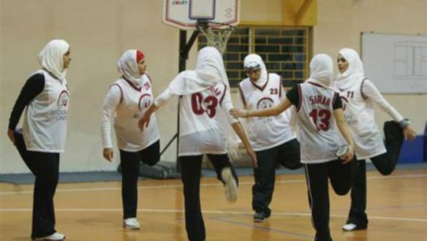 joueuses_basket_voilees_mans