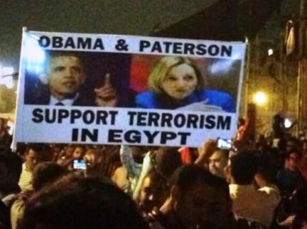 Obama et Patterson, l'ambassadeur des USA en Egypte ont soutenu Morsi et les Frères Musulmans pendant les émeutes du printemps dernier.