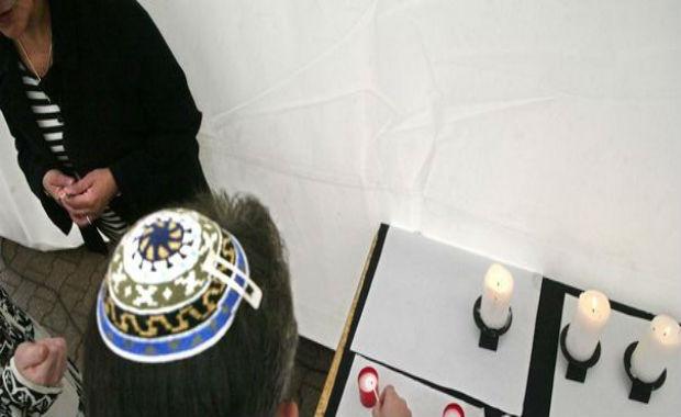 """""""À Paris, les parents disent à leurs enfants de ne pas mettre de kipa dans le métro ou sur les Champs-Élysées"""" souligne Roger Cukierman, président du Conseil représentatif des Institutions juives de France (CRIF)."""