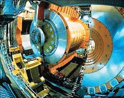 Cette organisation est implantée à Meyrin, à la frontière de la France et de la Suisse, et s'étend sur les deux pays. C'est un laboratoire international de physique fondamentale, destiné à la l'étude des constituants ultimes de la matière, les particules, et de leurs interactions. Le Cern utilise à cette fin des accélérateurs et des détecteurs de particules. Les accélérateurs portent des faisceaux de particules à des énergies très élevées pour les faire entrer en collision avec d'autres faisceaux ou avec des cibles fixes. Les détecteurs permettent d'observer et d'enregistrer ces collisions.