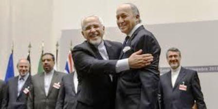Les accords intérimaires de Genève: l'Iranien exulte, Laurent Fabius, ministre français des Affaires étrangères reste perplexe et sur la défensive....