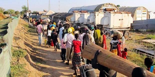 Vers une guerre civile au Sud Soudan ? L'Afrique de l'Est regardait avec inquiétude, jeudi, le Sud-Soudan avancer vers la guerre civile et a envoyé une délégation ministérielle venue d'Ethiopie, du Kenya, du Rwanda et d'Ouganda à Juba, pour tenter de ramener le plus jeune des Etats du monde vers la paix.