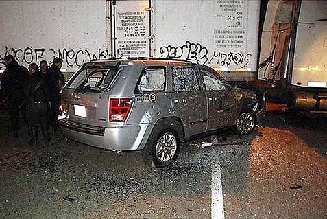 La Cherokee criblée de balles dans le parking de sa résidence.