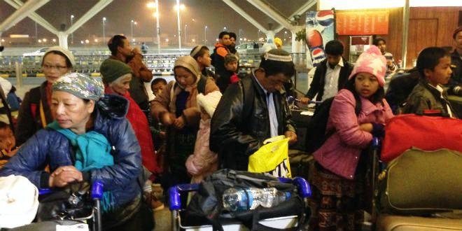 Les Bnei Menashe à l'aéroport de New Delhi, s'apprêtent à leur envol pour Israël.