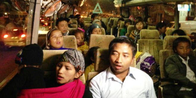 Les Bnei Menashe en route pour l'aéroport de New Delhi