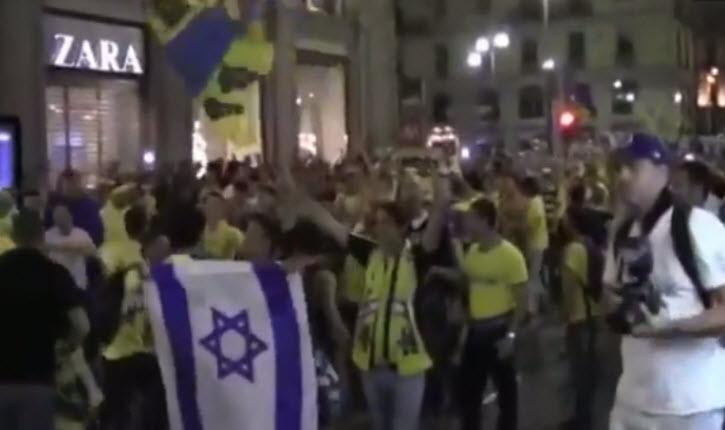 Milan: des pro-palestiniens viennent provoquer les supporters du Maccabi de Tel Aviv fêtant la victoire de leur club au championnat d'Europe de basket.