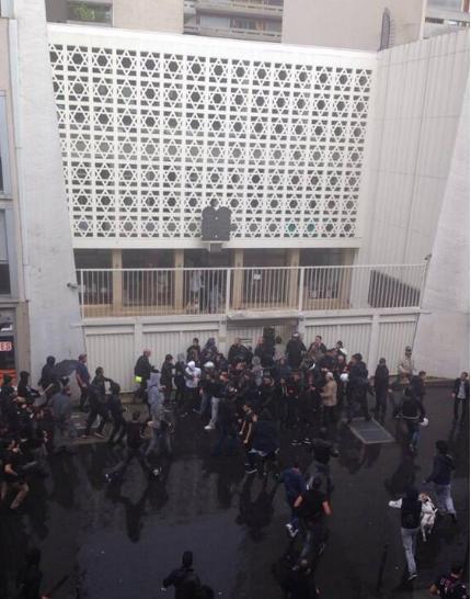 manifestants islamistes propalestiniens encerclent la synagogue rue de la roquette
