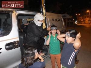Des cadeaux distribués aux enfants d'Al-Raqqa