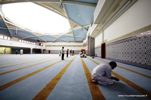 La mosquée monumentale de Strasbourg, une co-production UMP-PS, a été financée à 26% par les contribuables. Elle est gérée par des islamistes.